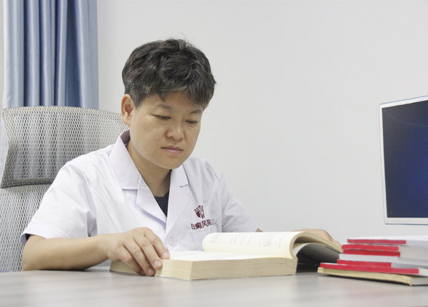 巫文  郑州西京白癜风专家